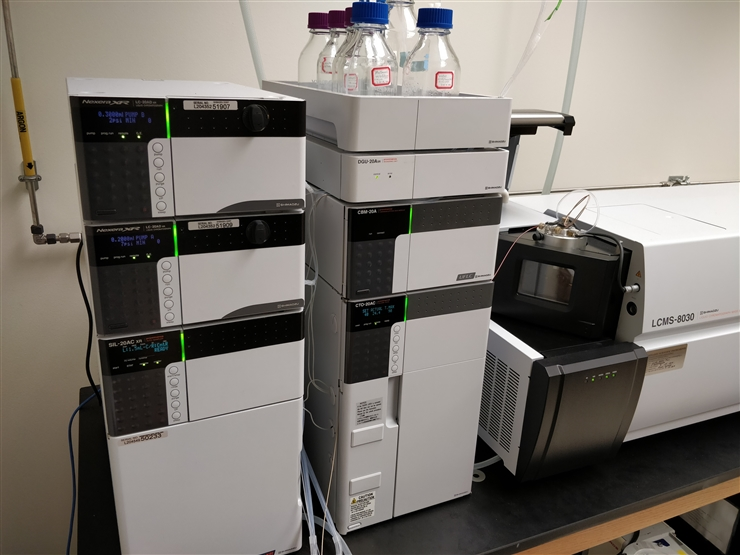 Shimadzu 8040 liquid chromatograph triple quadrupole mass spectrometer