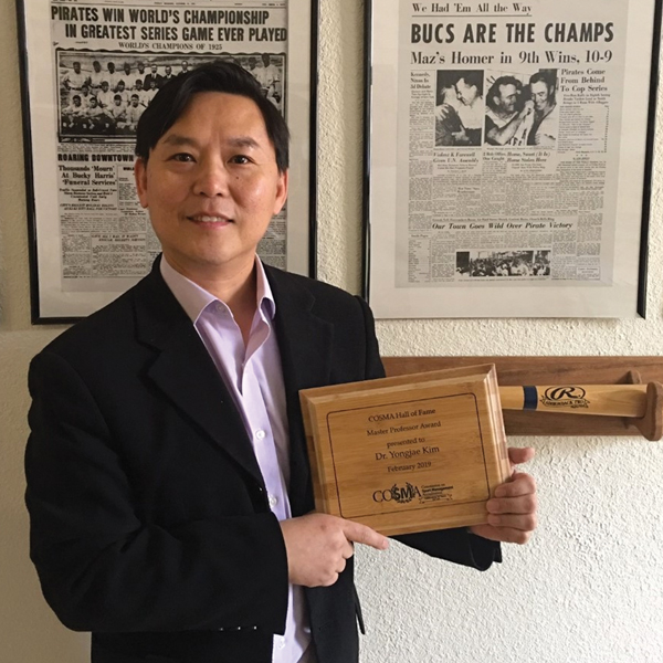 "Dr. Yongjae Kim is awarded the ""Master Professor Award"" at the COSMA conference."
