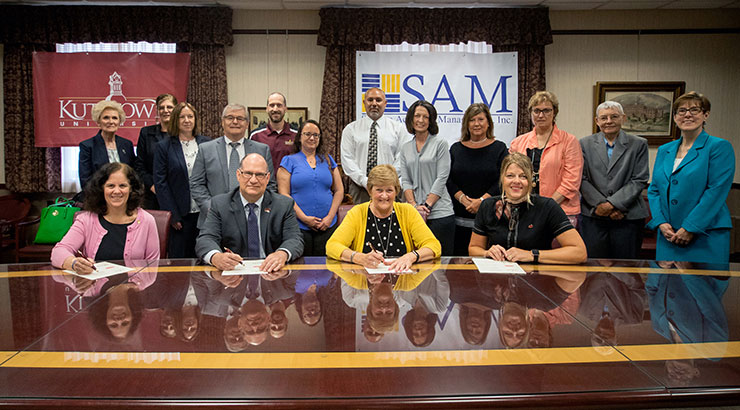 KU AND RACC SIGN GRANT AGREEMENT WITH SAM INC. TO PROVIDE SOCIAL WORK GRADUATES TO READING-AREA