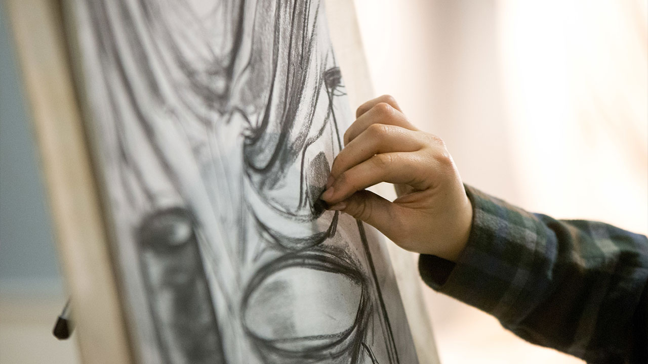 hand drawing a still life in charcoal