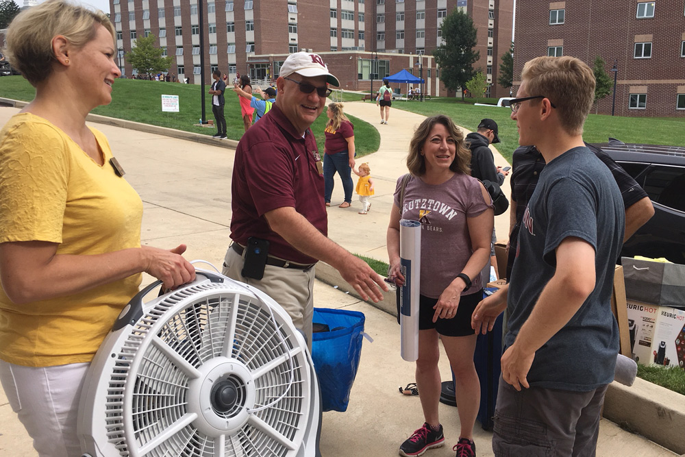 Hawkinsons greet new students during move-in day.